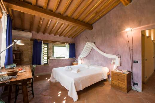 I Tre Cipressi - Large double bedroom with shared bathroom.