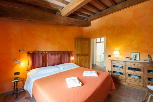 I Tre Cipressi - Double bedroom, also shares the bathroom.