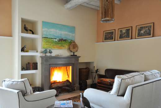 Il Borgo di Petroio - The rooms are all furnished very tastefully with collections of paintings, traditional black and white photos, drawings and a wide selection of English books.