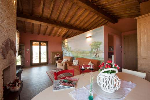 Il Chiesino - Guesthouse kitchen and seating areas