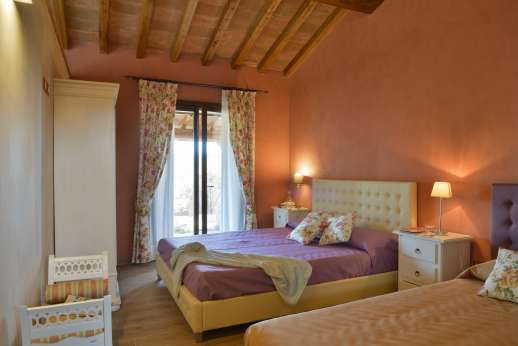 Il Chiesino - Guest house air conditioned double bedroom with French doors leading into the garden