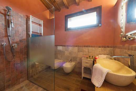 Il Chiesino - Guest house bathroom with shower