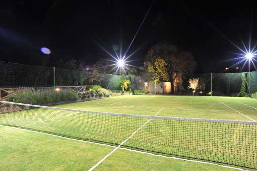 Il Cornello - Enjoy an evening game of tennis in the fully-lit court.