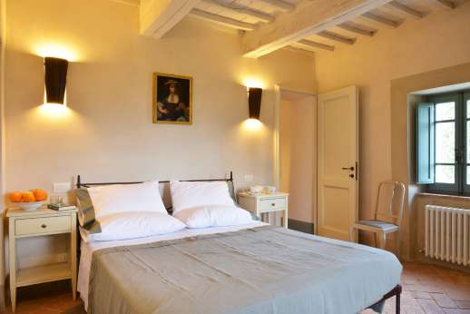 Il Cornello - Air-conditioned double bedroom with en suite bathroom.