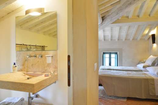 Il Cornello - Air-conditioned twin bedroom with en suite bathroom.
