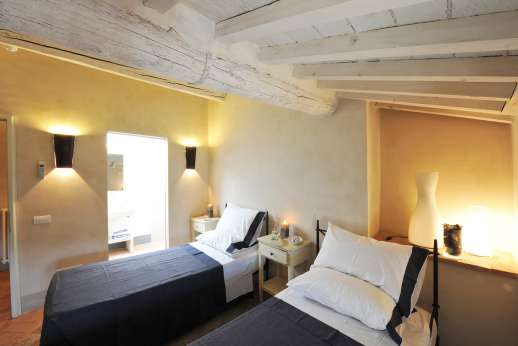 Il Cornello - Air-conditioned twin bedroom also with en suite bathroom.