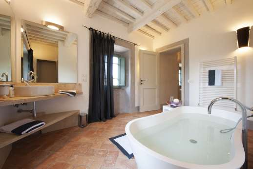 Il Cornello - All the en suite bathrooms are all appointed to a very high level combining traditional Tuscan materials such as Travertine and terracotta with sumptuous quality with maximum comfort.