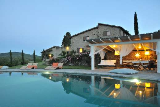 Il Cortile Pratolino - Rambling 18C stone farmhouse in the Chianti hills with a fantastic infinity edge pool & stunning views