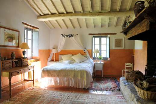 Il Fienile - First floor, large double bedroom with fireplace.