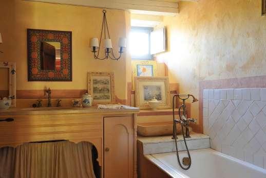Il Fienile - The shared bathroom.