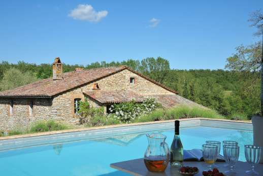Il Fienile - Il Fienile, a stylish and charming stone farmhouse in a gorgeous country setting.