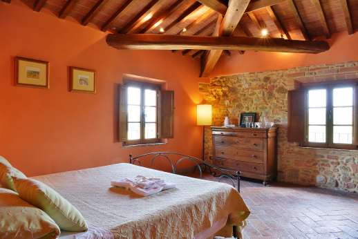 Il Granaio - Il Granaio recently rebuilt from the ruins of an 18th century farmhouse,  form an exceptionally comfortable country retreat.