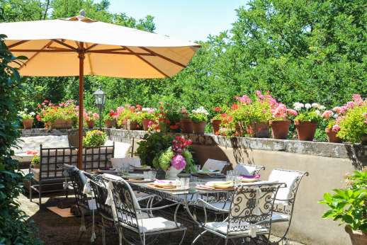 Il Merlano - Terraces and pergolas are filled with flowers provide additional sitting and dining areas.