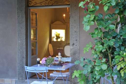 Il Merlano - Terrace leading through to the villa
