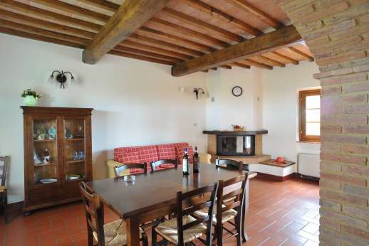 Il Renaccio - Guest house, air conditioned dining room with a kitchenette.