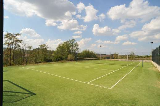 Il Renaccio (x 20 people) with Staff and Cook - An all-weather tennis court.