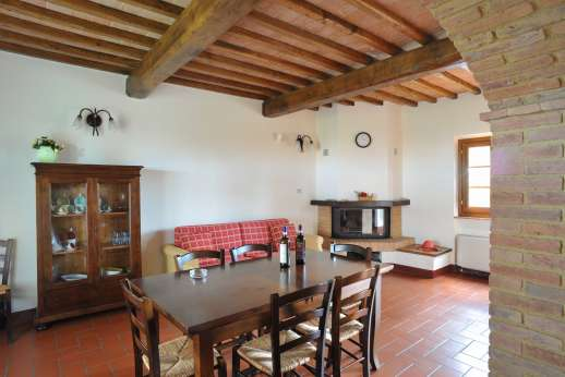 Il Renaccio (x 20 people) with Staff and Cook - Guest house, air conditioned dining room with a kitchenette.