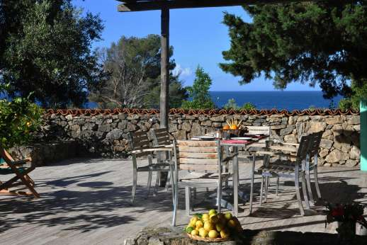 Isola Rossa - Dine al fresco!