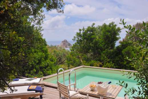 Isola Rossa - Swim, sunbathe or relax in the shade by the pool.
