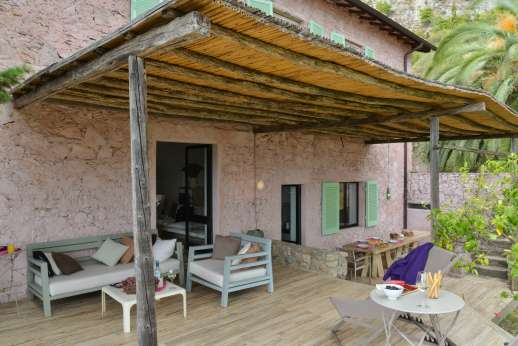 Isola Rossa - Large deck for sunbathing