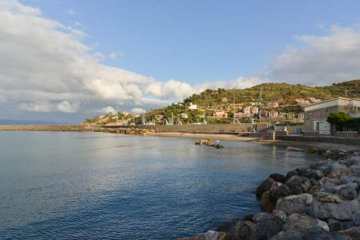 Isola Rossa - The bay at Poto Ercole