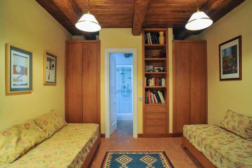 L'Olmo (x 2 people) with Staff and Cook - Ground floor twin bedroom,