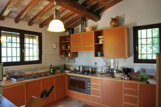 L'Olmo (x 4 people) with Staff and Cook - A well equipped kitchen.