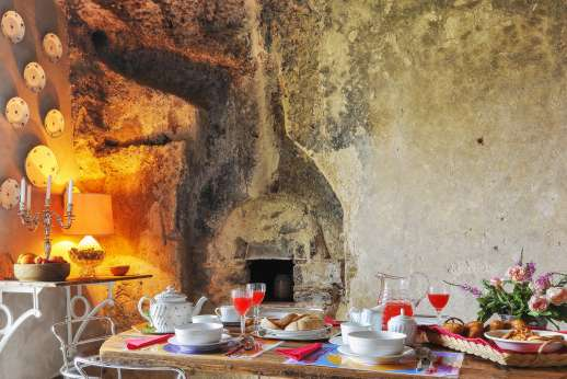 L'Orto di Alice - Built into Etruscan grottoes.