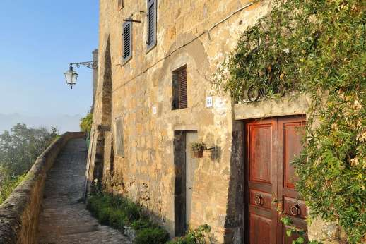 Honeymoon and L'Orto di Alice - The old village is a maze of cobbled alleyways and steps.