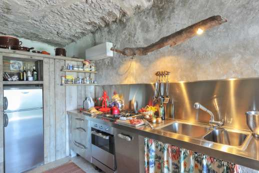 Honeymoon and L'Orto di Alice - The modern and fully equipped kitchen.