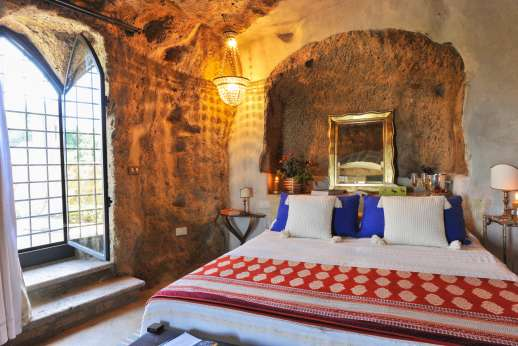 Honeymoon and L'Orto di Alice - Ground floor beautiful air conditioned double bedroom with lots of light.