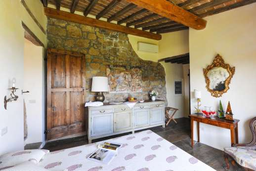Honeymoon and L'Orto di Alice - First floor air conditioned double bedroom with a picture window and an en suite bathroom with shower.