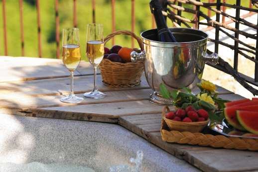 Honeymoon and L'Orto di Alice - The hot tub terrace with views extending across the Tiber valley what better place to celebrate your marriage.