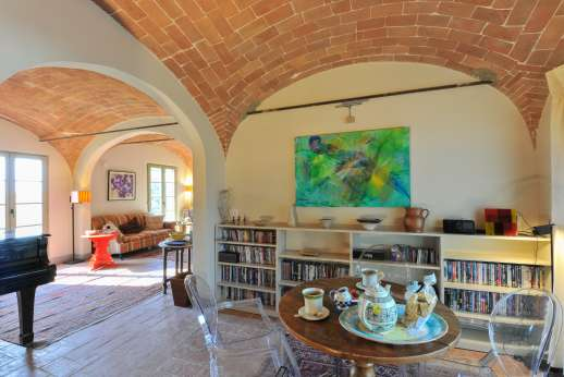 La Badiole - Vaulted ceilings in the openplay living area
