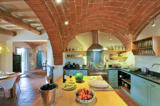 La Badiole - Well equipped kitchen with vaulted ceilings and a working fireplace and out onto a loggia ideal for al fresco meals