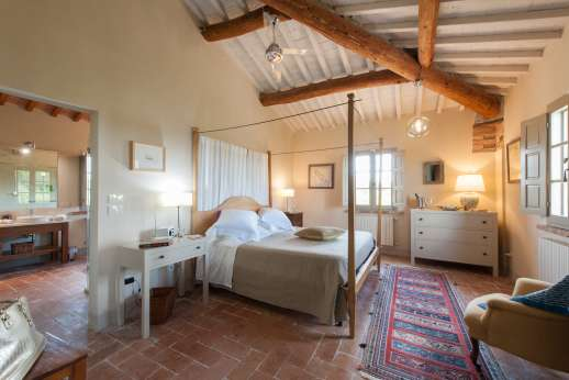 La Badiole - Air-conditioned master double bedroom with an ensuite bathroom