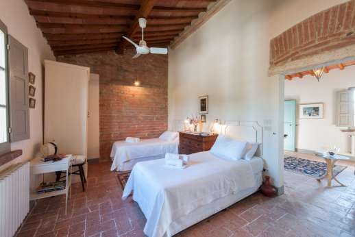 La Badole - First floor air-conditioned twin bedroom [convertible to double] wih an ensuite bathroom with shower.