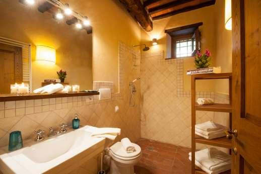 La Casa di Montegrossi - Main floor handicapped accessible bathroom