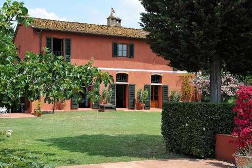 La Casa Rossa - La Casa Rossa, Barberino Val d'Elsa just 8km/5 miles away, Tuscany.