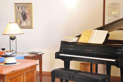 La Casa Rossa - The grand piano in the sitting room.