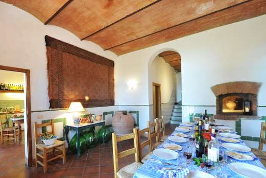 La Casa Rossa - The dining room with bread oven.