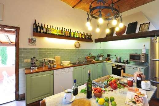 La Casa Rossa - Kitchen with a breakfast table.