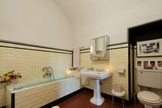 La Fattoria di Sarteano - Large en suite bathroom with bath