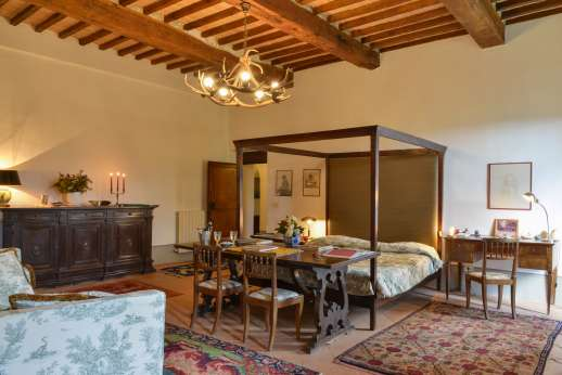 La Fattoria di Sarteano -  Double bedroom with a four-poster bed and a large ensuite bathroom with bath