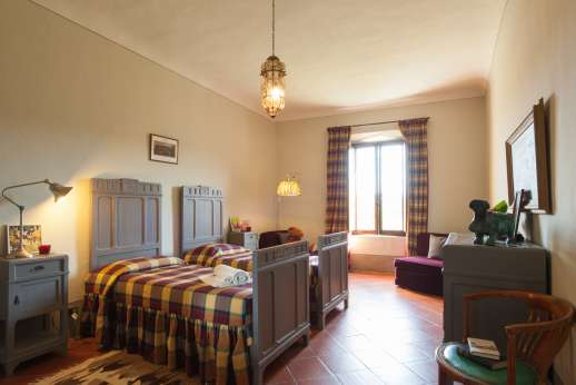 La Fattoria di Sarteano - Twin bedroom and a bathroom with bath