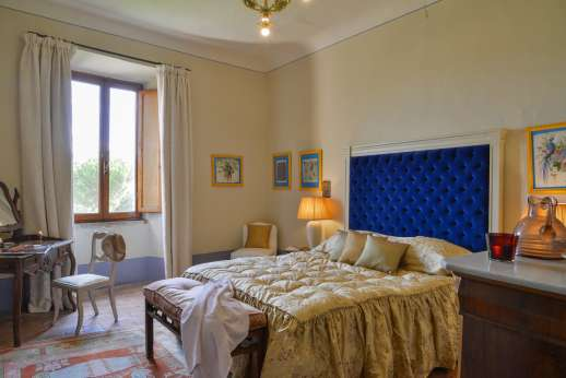 La Fattoria di Sarteano - Double bedroom and a bathroom with bath