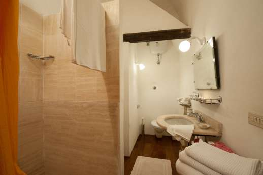 La Fattoria di Sarteano - Bathroom and shower