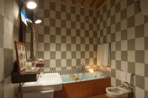 La Fattoria di Sarteano - Bathroom with bath