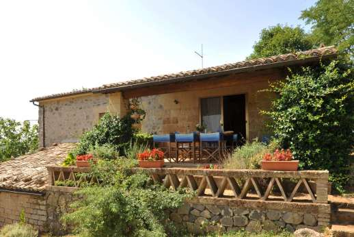 La Grande Quercia - This lovely 14th century farmhouse perched on a hillside above Orvieto.
