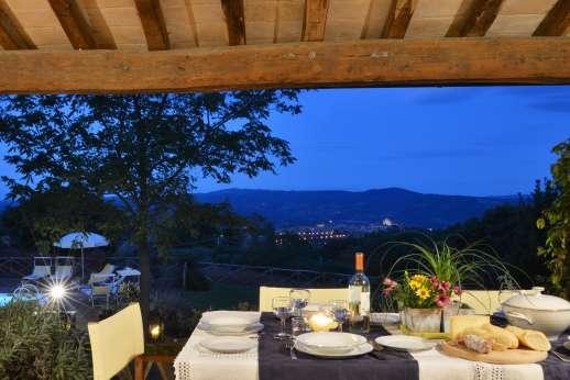 La Grande Quercia - Orvieto lights up in the evening.